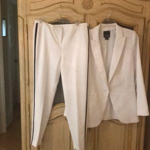 Troupe suit